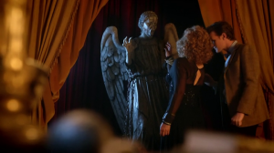 vlcsnap 2012 09 30 22h25m30s149 300x168 Doctor Who S07E05 : The Angels take Manhattan