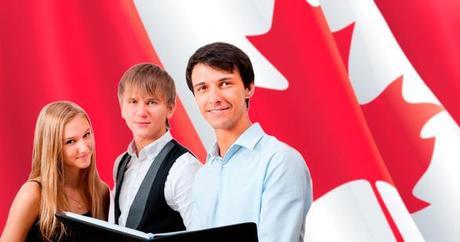 Personnes devant un drapeau du Canada