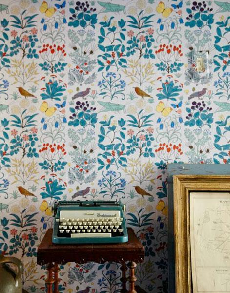 Frais, tendance et plein de charme, le papier peint fleuri est ...