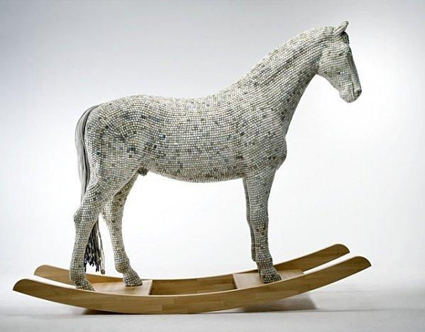 sculptureA-Horse-Made-of-Computer-Keys-by-Babis-Cloud.jpeg