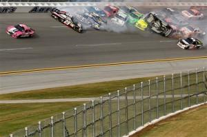 2012 Talladega Last Lap Incident1 300x199 Sprint Cup Series: La vidéo du big crash de Dega