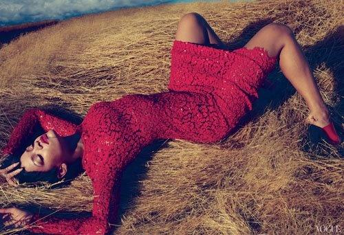 Rihanna en couverture de Vogue : on aime ou pas ?