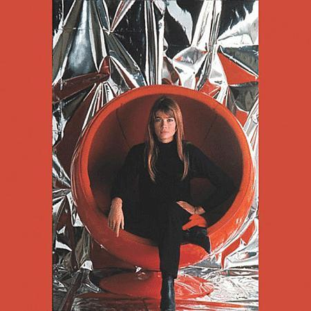 Ball-chair-Eero-Aarnio-Françoise-Hardy