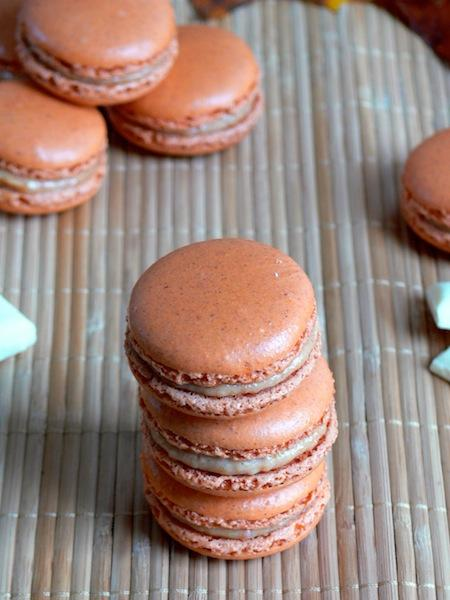 Laure : 1- Macarons : 0 or my Pumpkin Pie Macarons with Pumpkin White Chocolate Ganache filling / Laure : 1- Macarons : 0 ou mes Macarons épicés fourrés à la ganache chocolat blanc au potiron.