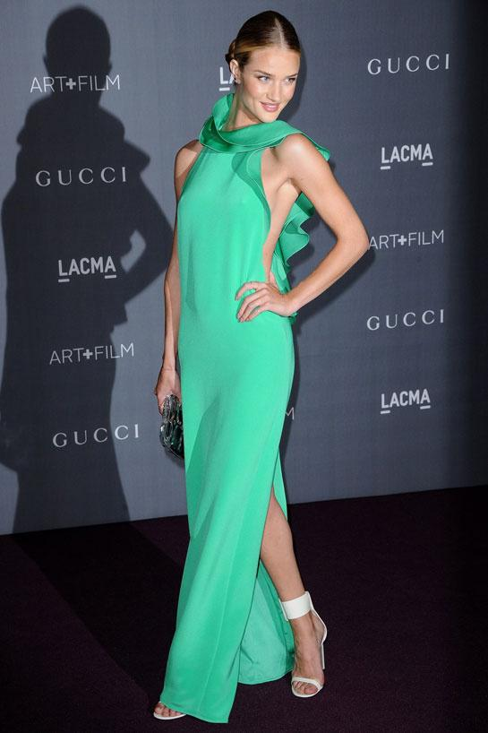 Rosie Huntington-Whiteley en robe Gucci printemps-été 2013, au gala du LACMA à Los Angeles