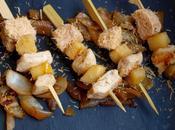 Mini-brochettes poulet, foie gras pommes,