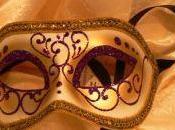 Caché derrière masque