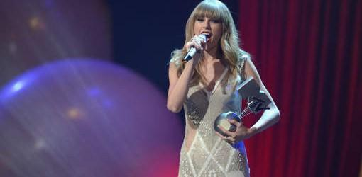 Taylor Swift et Justin Bieber triomphent aux MTV Europe Music Awards 2012