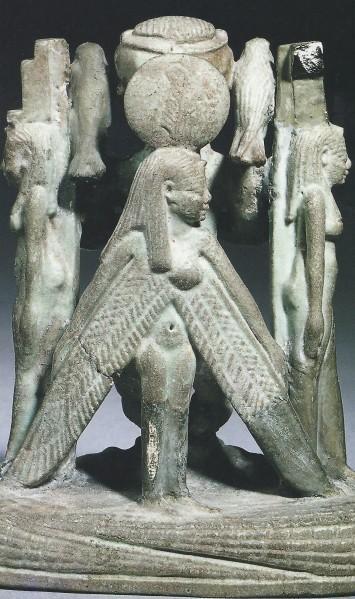 Figurine-magique-montrant-Ptah-entoure-d-Isis-et-de-Nephth.jpg