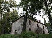 Ailleurs: L'église délabrée Volyně