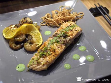 Filet de Saumon Pistaché à la Crème de Thé Matcha et ses Crevettes Marinées au Thé Noir