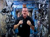 «capitaine Kirk» discute avec Chris Hadfield
