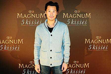 1360850491-frederic-chau-soiree-magnum-5-kisses