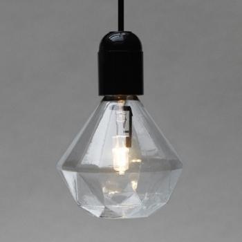 Eteinte, allumée et dans sa boîte - L'ampoule Diamant par Eric Therner