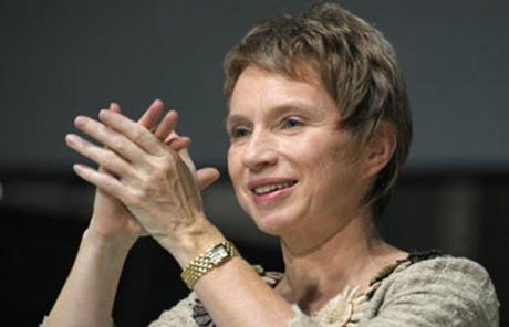 Les belles légendes du Medef : L'égalité hommes femmes en entreprise est en marche !