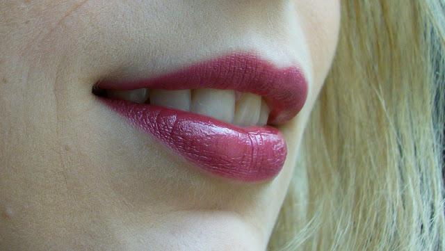 Dark Lips vs Nude Lips avec Revlon