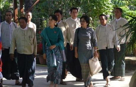 Objectif: Présidente de la Birmanie en 2015! Aung San Suu Kyi, réélue à l'unanimité à la tête de son parti, la Ligue Nationale pour la Démocratie.