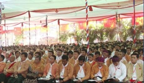 Réélue à l'unanimité à la tête de son parti, Aung San Suu Kyi se lance dans la bataille pour la Présidence de la Birmanie en 2015