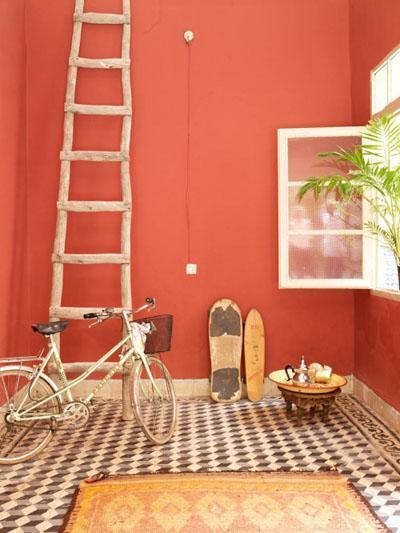 Osez une décoration en couleurs : entrée orange