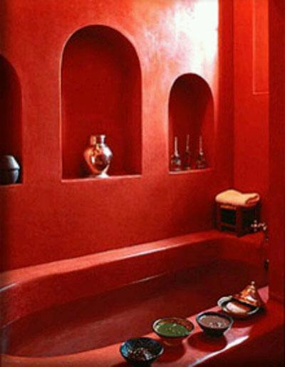 Osez une décoration en couleurs : salle de bain rouge