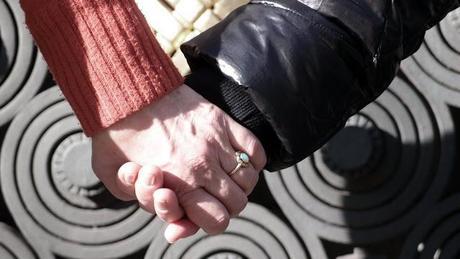 Non au Nucléaire : main dans la main, un même cri : l'énergie de la vie !