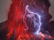 Quand l'éruption volcanique crée éclair spectaculaire