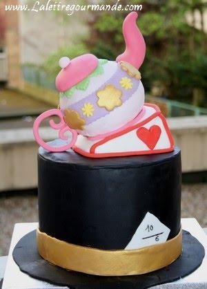 le gâteau fou du chapelier fou qui mangerait même son chapeau de