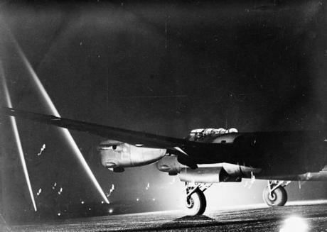 An-Avro-Lancaster-on-a-lit-runway-1941-45