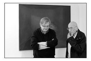 Jean-Louis Giovannoni et Gilbert Pastor devant une toile de Gilbert Pastor