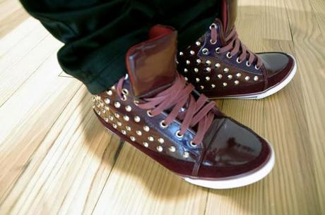 Un Vendredi Saint en Sneakers, designed by Sergio Todzy