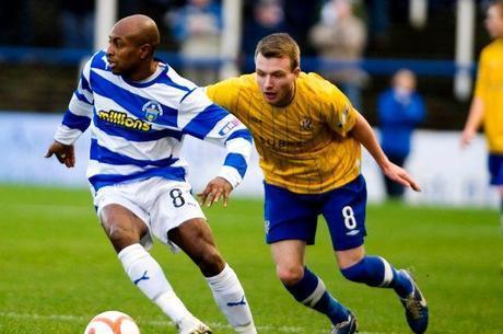 Adulé à Greenock Morton, Bachirou est rapidement tombé sous le charme de l'Ecosse et de son football, où il vit une aventure humaine extraordinaire