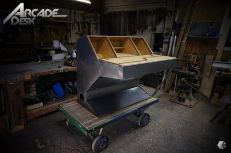 DESIGN : Arcade Desk