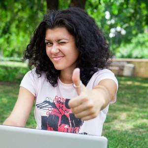 Girl on Laptop in Park2 300x300 300x300 Comment apprendre du vocabulaire? Optimisation du cerveau