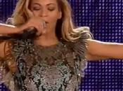 "Beyoncé performe ""Grown Woman"" concert ""Chime Change"""
