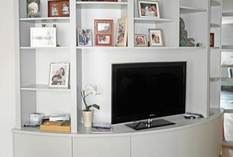 biblioth que arrondie pour salon design paperblog. Black Bedroom Furniture Sets. Home Design Ideas