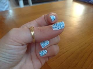 The sunday nail battle : tea time