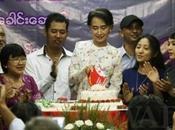 anniversaire Aung Kyi! Pendant jours, venez écrire même messages d'amitié voeux soutien