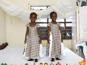 parcourt monde pour photographier enfants leurs jouets