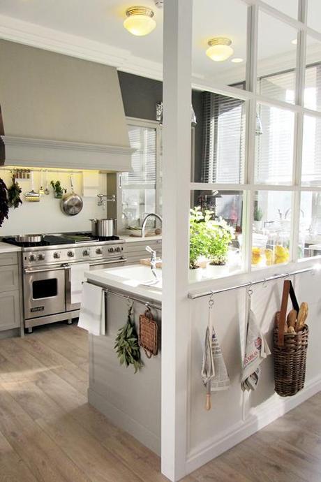 Verrière : une idée déco très chic pour aménager sa cuisine | À Découvrir