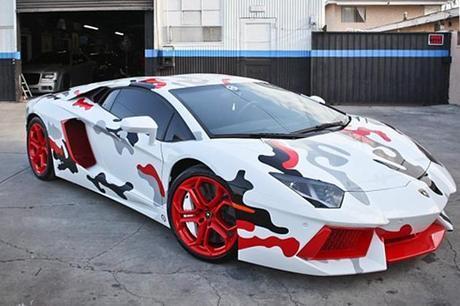 Assortir ses nikes à sa Lamborghini, la base!