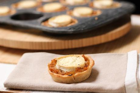 tartelettes aux oignons caramélisés et au chèvre - caramelized onion and goat cheese tartlets (1 of 1)