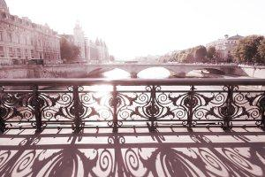 http://www.etsy.com/fr/listing/113777240/paris-photography-pont-notre-dame-bridge?ref=br_feed_60&br_feed_tlp=home-garden