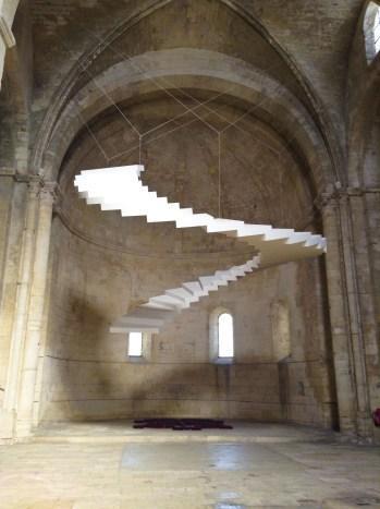 escalier ciel exposition christian lacroix abbaye de montmajour