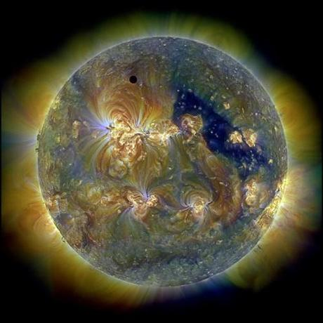 Eclipse-annulaire-venusienne_thumb.jpg