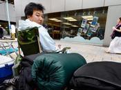 iPhone vont camper jours devant l'apple store Tokyo
