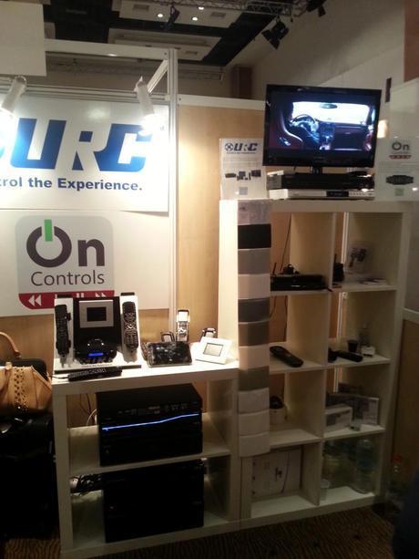 20130929 124310 768x1024 Hifi Home Cinema : succès pour les enceintes POLK et les systèmes de contrôle URC !