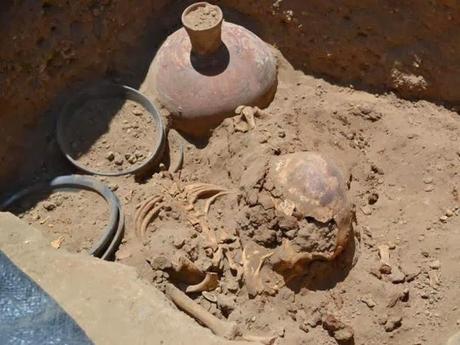 Les archéologues trouvent une tombe Chimú sur le site de saltur au Pérou