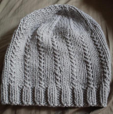 Bonnet tricoté au point fantaisie
