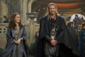 Thor-Le-Monde-des-tenebres-Photo-Chris-Hemsworth-Natalie-Portman-01