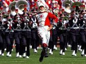 gigantesque fanfare mime joue musiques blockbusters américains